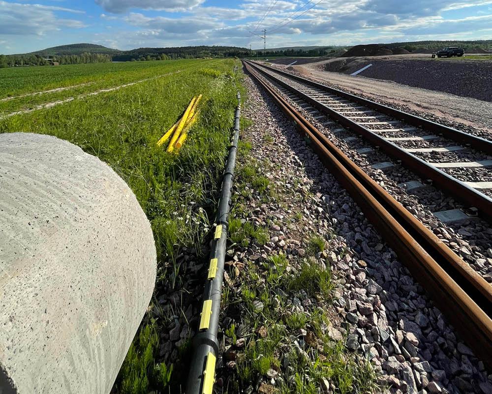 Delbart kabelskyddsrör vid järnväg